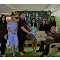 ผู้–บริหาร The Cube Pracha Uthit ต้อนรับลูกค้ามางาน Open House