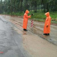 ฝนถล่มประจวบฯ กรมทางหลวงชนบท ติดตั้งป้ายเตือนห้ามผ่าน 1 สายทาง