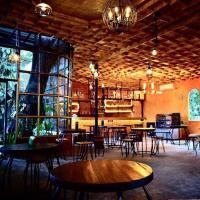 """นั่งจิบกาแฟริมน้ำ ท่ามกลางธรรมชาติ บนต้นไม้ใหญ่ที่ """"Zombie Café Maerim Chiangmai"""""""