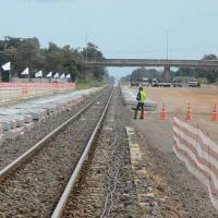 """""""อาคม"""" ตรวจความคืบหน้าสร้างรถไฟทางคู่ที่โคราช ล่าสุดคืบหน้าไปแล้ว 35%"""