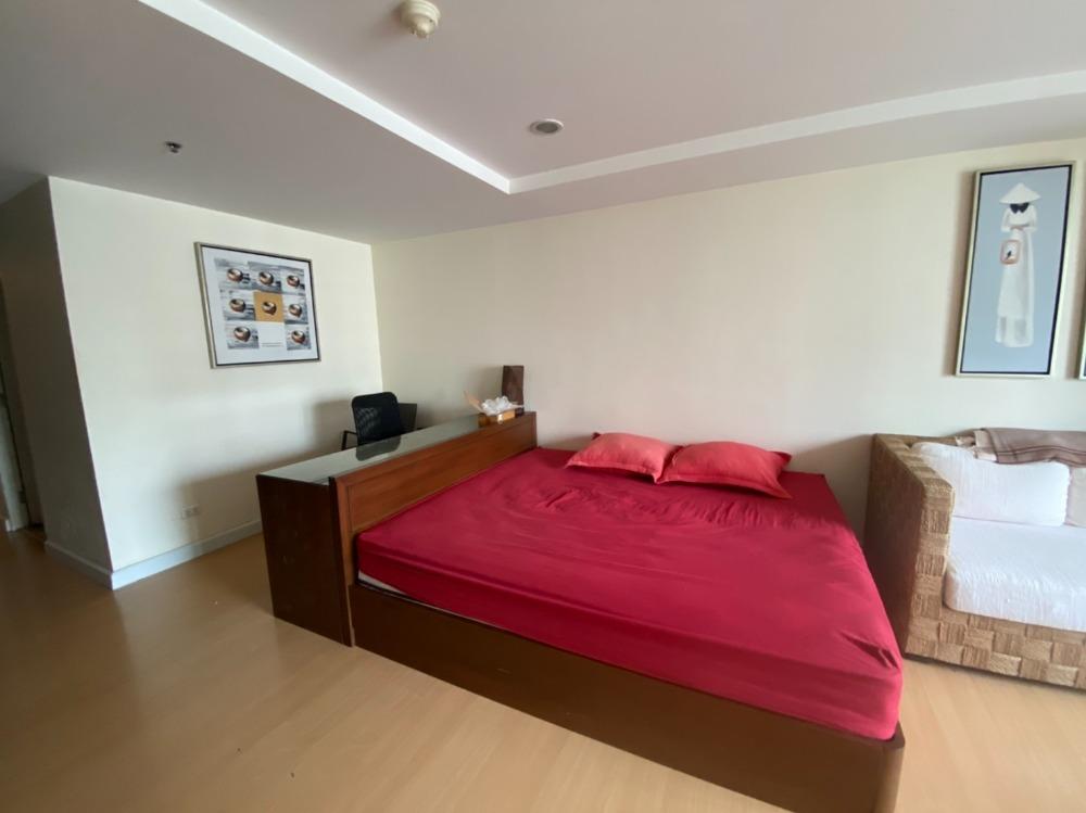 For SaleCondoNana, North Nana,Sukhumvit13, Soi Nana : Urgent sale at a cost Trendy Studio 35 sqm. High floor, beautiful view, east