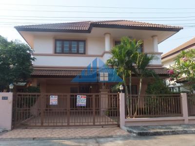 บ้านเดี่ยว 2 ชั้น 56 ตรว. 3 นอน 3 น้ำ บ้านใหม่ไม่เคยอยู่ สวย พร้อมอยู่ หมู่บ้านโรยัลปาร์ควิลล์ โครงการติดถนนใหญ่ ถนนสุวินทวงศ์ ราคาต่อรองได้