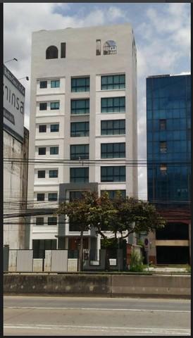 For RentOfficeRatchadapisek, Huaikwang, Suttisan : RF009 Office for rent 688 sqm, near MRT Sutthisan.