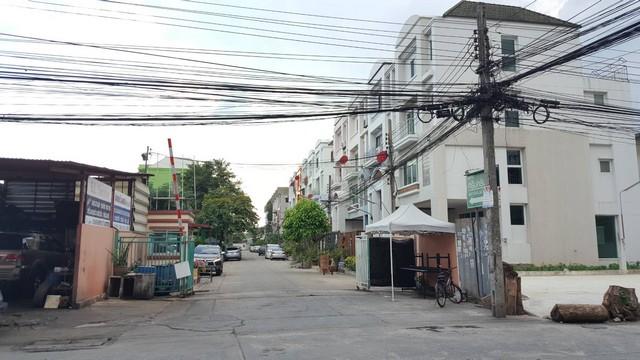 For SaleTownhousePattanakan, Srinakarin : Urgent sale, townhome 25 sq.wa. Srinakarin Grand Home. near Seacon Square