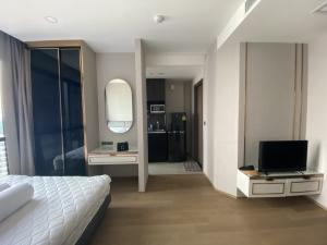 For SaleCondoSiam Paragon ,Chulalongkorn,Samyan : (owner post) Urgent sale !! Ready to move in, Studio 24.95 sq.m., 46th floor, with built-in furniture like a sample room All electrical appliances sold for only 6,660,000 baht.