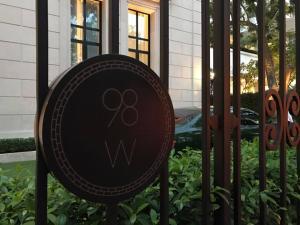 ขายคอนโดวิทยุ ชิดลม หลังสวน : Hot Deal!! 98Wireless 2ห้องนอน 3ห้องน้ำ ขนาด 145 ตรม วิวสวนฝั่งสถานฑูตเพียง 120ล้านบาทเท่านั้น .
