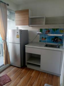For RentCondoLadkrabang, Suwannaphum Airport : Urgent rent, very cheap! V Condo V Condo, new, near Lat Krabang Industrial Estate, near Lat Krabang Techno Near Suvarnabhumi, room 23 sqm, room ready to move in