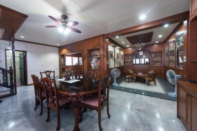 For SaleHouseRatchadapisek, Huaikwang, Suttisan : Sell Mengjai house, Ramintra express 2 floors, 4 bedrooms, 137 sq. Wah, fully furnished with good quality furniture.