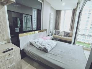 For RentCondoRama9, RCA, Petchaburi : [Owner Post] Condo for rent at TC Green Studio Plus 32sqm, 13,500 baht. Separate kitchen, new furniture. The balcony has a garden view.