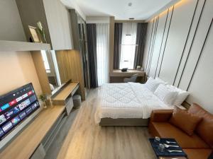 For RentCondoSamrong, Samut Prakan : [Owner Post] For Rent Brand new room! Knightsbridge Prime Onnut: Studio Corner 24 SqM. Enclosed kitchen, Unit 1804, Beautifully furnished