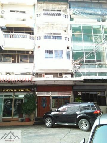 For SaleShophouseSukhumvit, Asoke, Thonglor : 6 storey commercial building for sale, 700 square meters, near BTS Asoke, near MRT Sukhumvit
