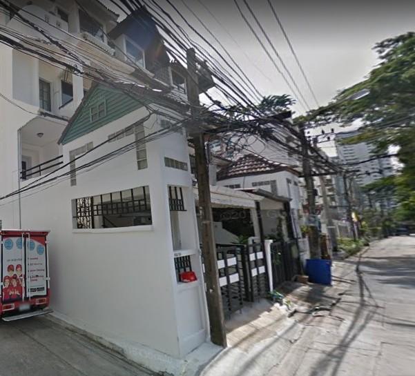 ให้เช่าทาวน์โฮม4ชั้นซอยสุขุมวิท 31อยู่ตรงข้ามกับ GDH สำนักงานใหญ่ เดินไป Fuji Supermarket ได้