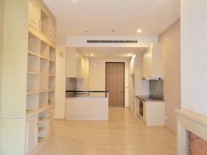For SaleCondoSukhumvit, Asoke, Thonglor : CONDO NOBLE REMIX SOI SUKUMVIT FOR SALE: BTS THONGLOR connecting to main building : Ready to move in: 2 Bedrooms 2 bath rooms with tubs, Large living area with kitchen (Cooking stove and oven)  97.04 sqm with high ceilin