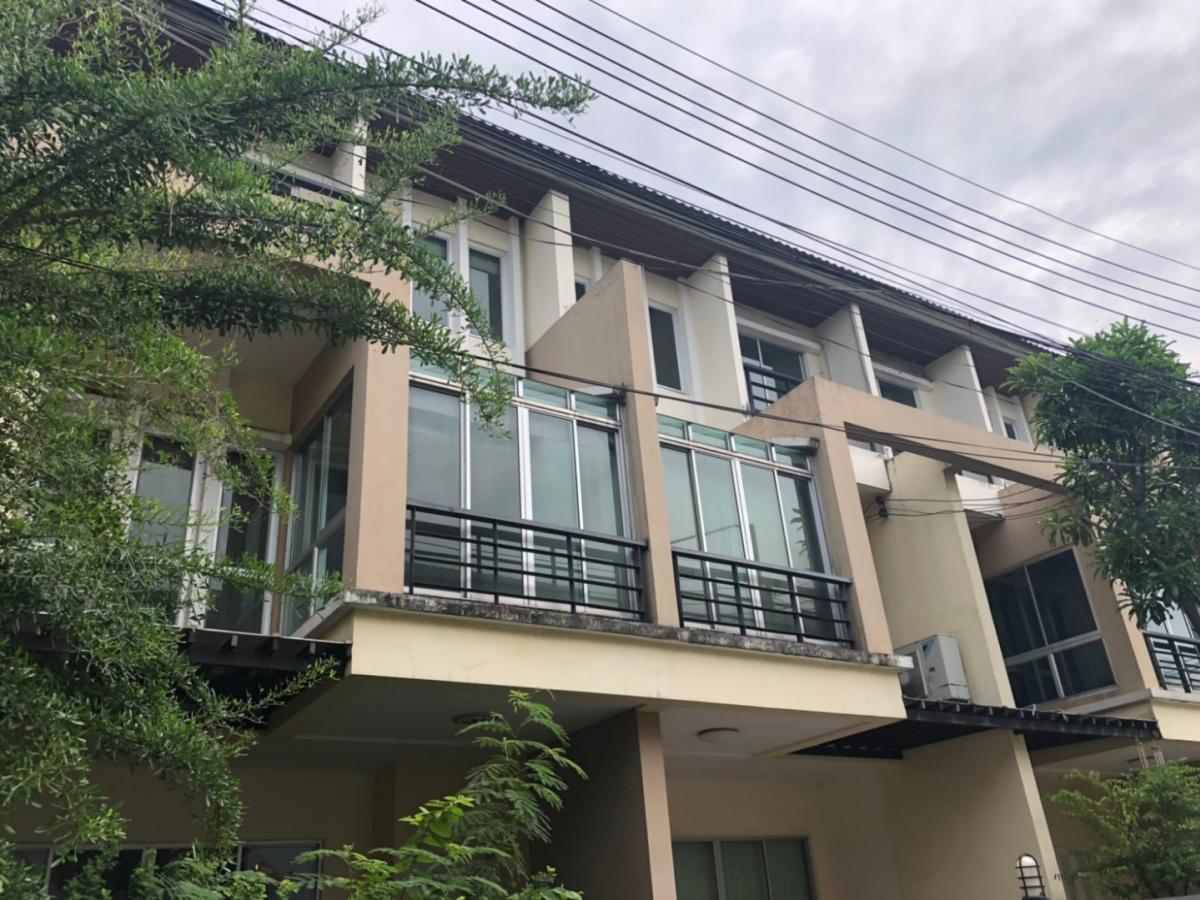 For SaleTownhouseChengwatana, Muangthong : 3-story townhome for sale Vista Park Chaengwattana (corner), special price !!!