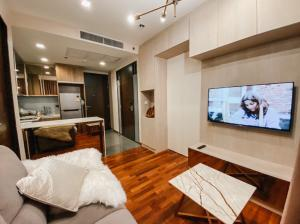 For SaleCondoRatchathewi,Phayathai : Sale by owner Wish Signature One Bed 34.9 sqm and 27 sqm