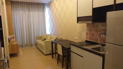 เช่าคอนโดพระราม 9 เพชรบุรีตัดใหม่ : ให้เช่า 1 ห้องนอน 35 ตร.ม. ห้องเพดานสูง 15,000 บาทต่อเดือน For rent 1 bedroom 35 sq.m. 15,000THB/month