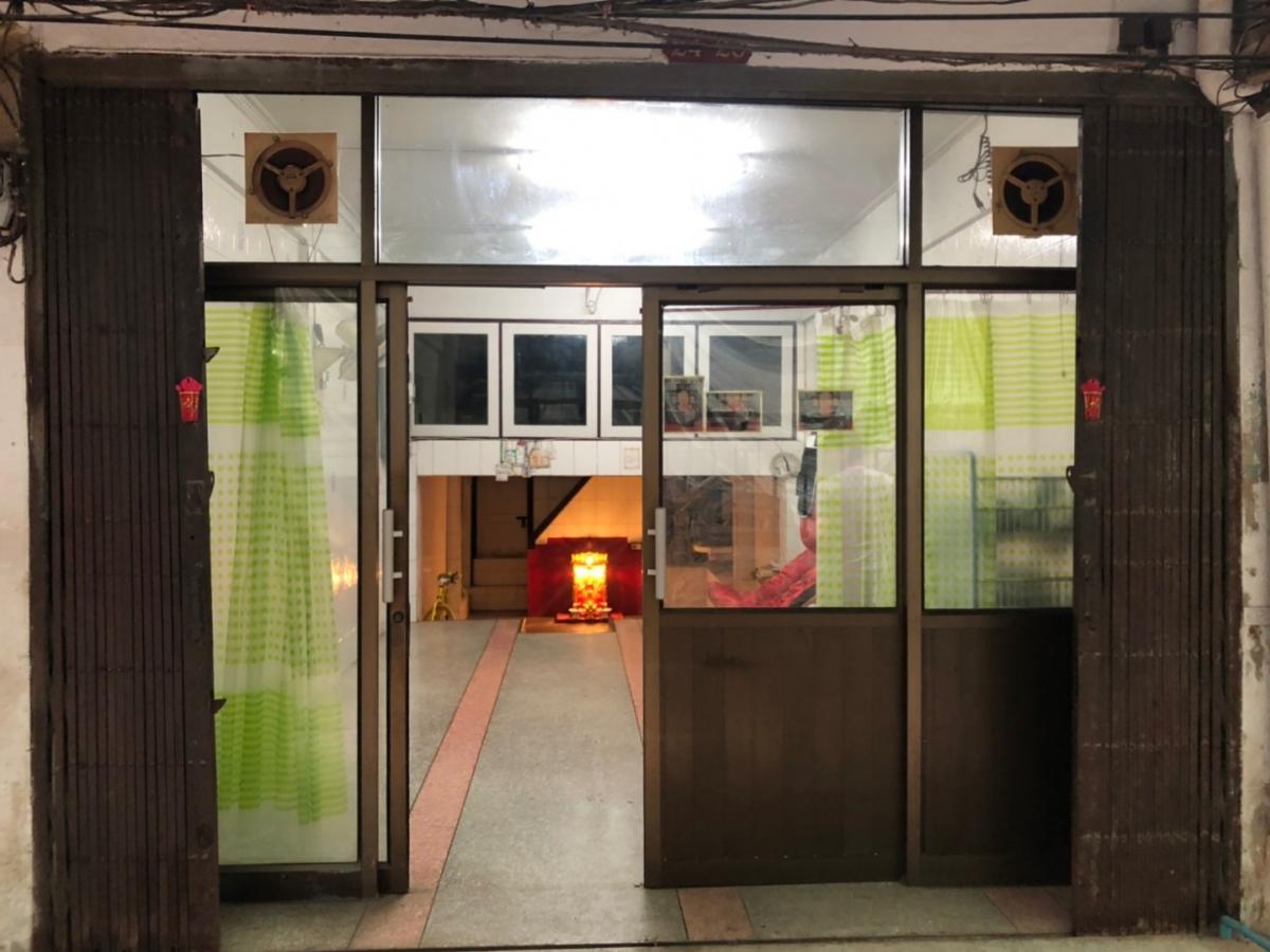 ขายตึกแถว อาคารพาณิชย์เยาวราช บางลำพู : ขาย อาคารพาณิชย์ 4 ชั้นครึ่ง ปากคลองตลาด ใกล้รถไฟฟ้าใต้ดิน สถานี สนามไชย