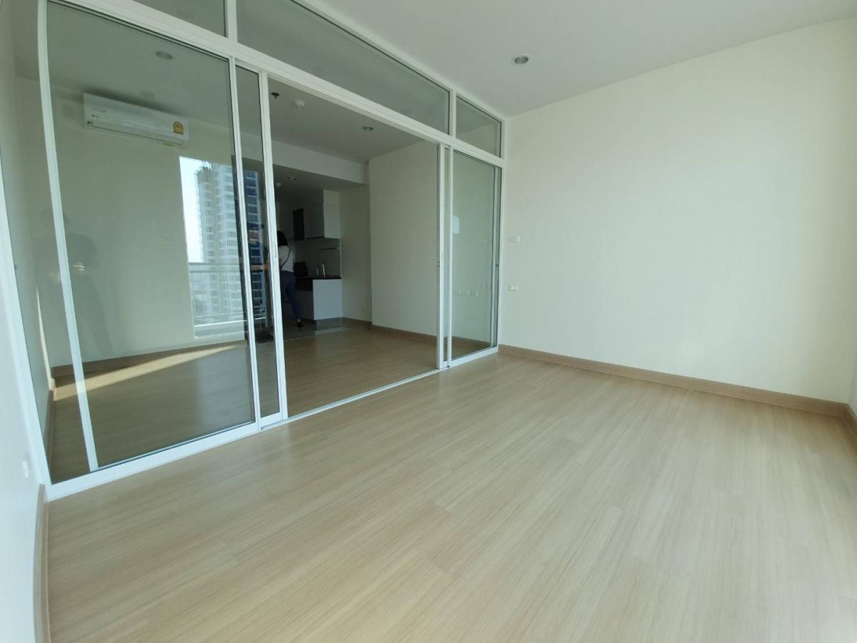 For RentCondoSathorn, Narathiwat : !! For rent !! New Condo Supalai Light Ratchada-Narathiwat-Sathorn, near Silom, Sathorn has many rooms to choose from. Special price according to budget