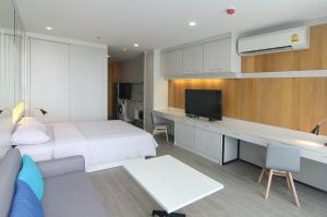 Noble Revo Silom For Sell and Rent