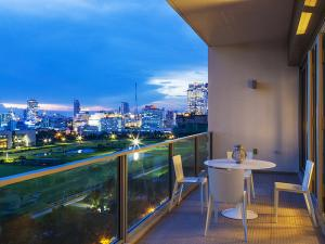 For SaleCondoWitthayu,Ploenchit  ,Langsuan : Sell 185 Rajadamri, 2 bedroom / 2 bathroom, cheap, beautiful view, high floor