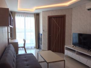 For RentCondoPattaya, Bangsaen, Chonburi : A nice room (38 sqm.) for rent in Jomtien, Pattaya. Fully furnished, only 9,500/month