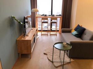เช่าคอนโดสยาม จุฬา สามย่าน : FOR RENT - !!! New room just furnished !!! Ashton Chula - Silom Corner room/ Curved mirror (ให้เช่าคอนโด แอชตัน จุฬา - สีลม)