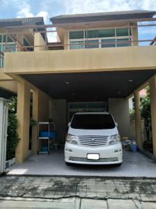 ให้เช่าบ้านแฝด 2 ชั้นครึ่ง พร้อมแอร์ เฟอร์นิเจอร์ ใกล้ MRT ซ.ประชาอุทิศ ห้วยขวาง