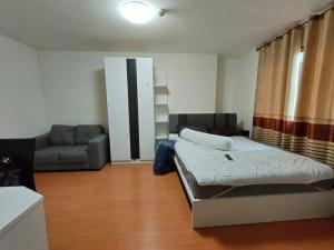 For RentCondoSamrong, Samut Prakan : Condo for rent, Lumpini Mixx, Theparak, Srinakarin, furniture + electrical appliances 5000 baht / month