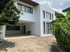 For RentHouseRamkhamhaeng,Min Buri, Romklao : RH156 House for rent 39 exclusive Ramkhamhaeng 108