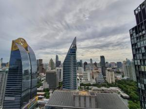 For RentCondoWitthayu,Ploenchit  ,Langsuan : Noble ploenchit for rent 35th floor 35000 baht per month.ready to move in.