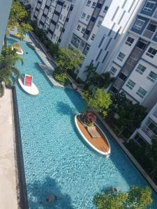 For RentCondoCha am, Hua Hin : Monthly rent The Trust Condo Hua Hin pool view