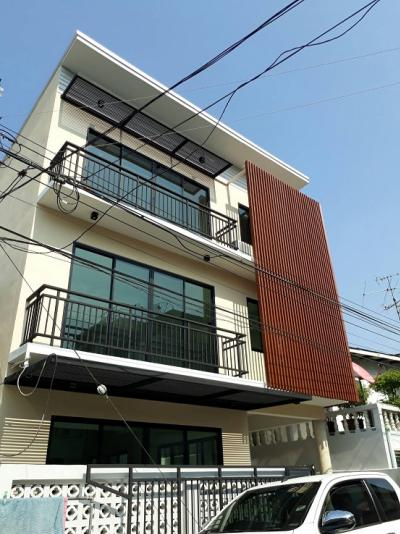 For RentTownhouseBang Sue, Wong Sawang : For rent, 3 storey large townhome, newly renovated, ready to move in, suitable for office / residence. Siam Thai University, Prachachuen Rd.