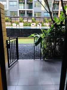 For RentCondoLadkrabang, Suwannaphum Airport : เช่า 37 ตรม มีระเบียงหน้าบ้าน! ไอคอนโด กรีนสเปซ สุขุมวิท 77 เฟส 1 / i condo Green Space Sukhumvit 77 Phase 1 วิวสวน! ลาดกระบัง ติดพาซิโอ้ ติดโรบินสัน ห้องพร้อมเข้าอยู่ได้เลย