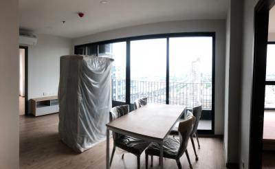 ขายดาวน์คอนโดบางนา แบริ่ง : ด่วนราคาพิเศษ Ideo O2 ขายห้องใหม่ก่อนโอน 2 ห้องนอน 2 ห้องน้ำ ชั้นสูง วิวสระ ทิศตะวันออก
