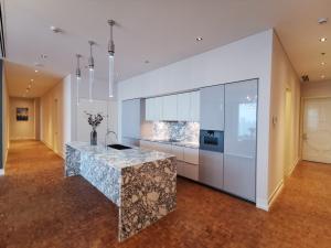เช่าคอนโดสาทร นราธิวาส : 3 Bedrooms  For Rent The Ritz Carlton ให้เช่า 3 ห้องนอน เดอะริทซ์ คาร์ลตัน เรสซิตัน