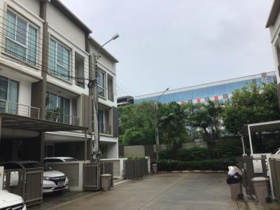 เช่าบ้านลาดพร้าว เซ็นทรัลลาดพร้าว : ทาวน์โฮม 3 ชั้น พท.ใช้สอย 200 ตรม. ติด MRT สถานีลาดพร้าว เดินได้ ถ.ลาดพร้าว