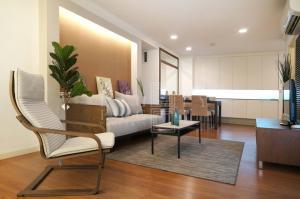 For Rent Lumpini Suite Ratchada-Rama 3 ( 85 square metres )
