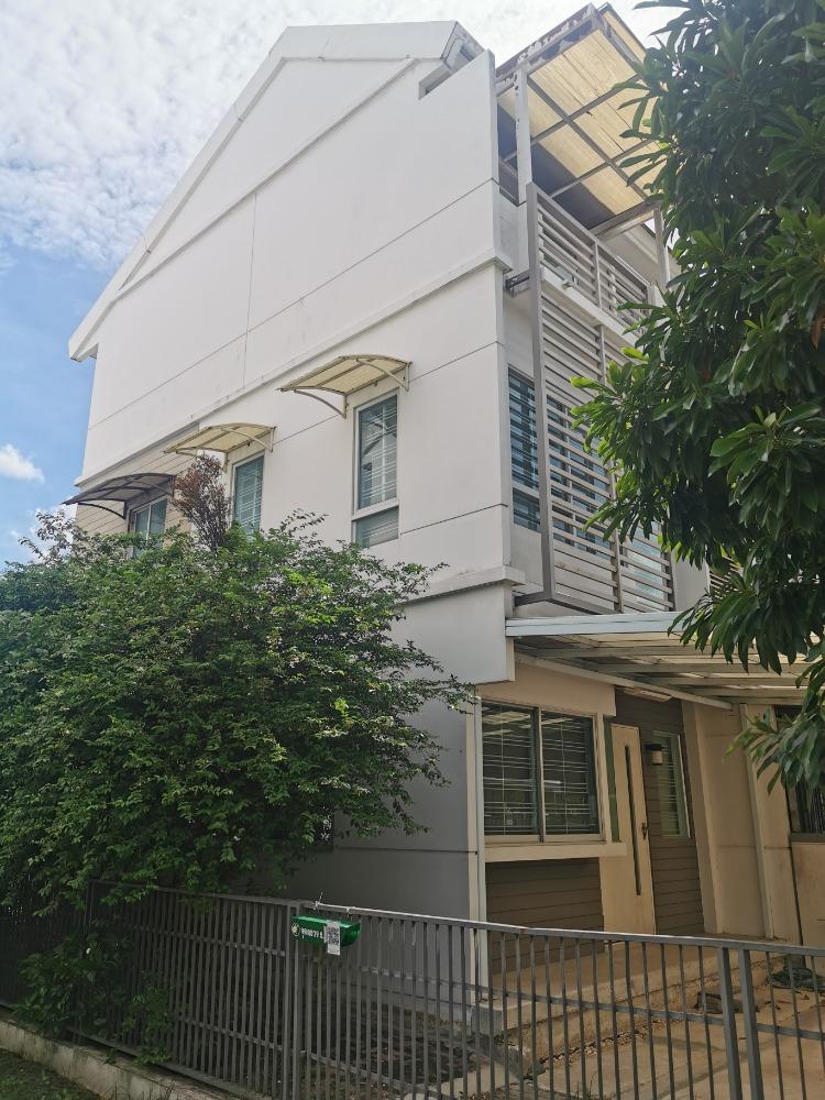 ขายทาวน์เฮ้าส์/ทาวน์โฮมพระราม 9 เพชรบุรีตัดใหม่ : ทาวน์เฮ้าส์ 3 ชั้น หมู่บ้าน บ้านใหม่ (หลังมุม) พระราม9 กรุงเทพกรีฑา7