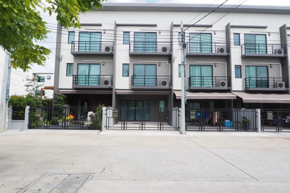 ขายทาวน์เฮ้าส์/ทาวน์โฮมปิ่นเกล้า จรัญสนิทวงศ์ : แจกบ้านฟรี ผ่อนต่อเอง ทาวน์โฮม 3 ชั้น บ้านกลางเมืองปิ่นเกล้า-จรัญ