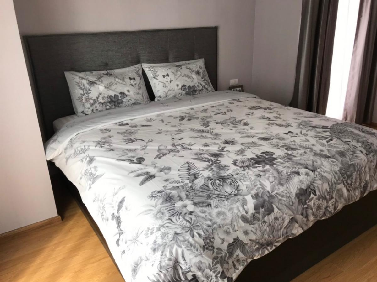 Noble Refine 2bedrooms for rent  Location : Soi 26 Sukhumvit , Phrom Phong BTS  70 sqm. 15th floor. 2 bedrooms 2 toilets   New decoration with imported furniture, Bosch appliances corner unit, South .  Remark: air purifi