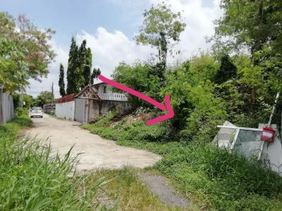 For SaleLandOnnut, Udomsuk : 100 square wah of land for sale in Chaloem Phra Kiat 9 Soi 6 separate 3 beautiful plots suitable for office accommodation.