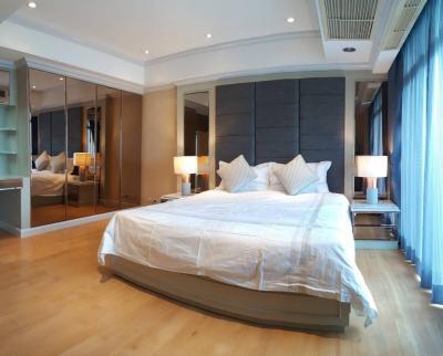 เช่าคอนโดสุขุมวิท อโศก ทองหล่อ : Nice Decor + 135 SQM condo for Rent