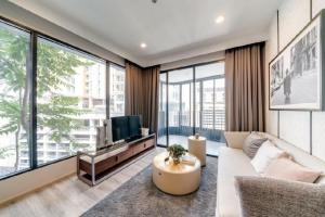 For SaleCondoRama9, RCA, Petchaburi : 𝐒𝐀𝐋𝐄 2 bedrooms for sale, next to SWU, ready to move in !! Asoke-Petchaburi area, 2 bedrooms, 1 bathroom, 55.61 sqm. South, garden view, unblocked view. Price 8.18 million baht (147, xxx baht per sqm only) !! Please contact 062-6562896. Ray