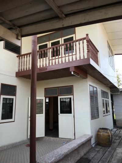 For RentHouseChengwatana, Muangthong : 2 storey waterfront house for rent with 15 car parks, 1 rai back garden