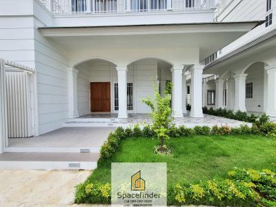 Modern house for rent close to Sukhumvit Area (Prompong BTS)
