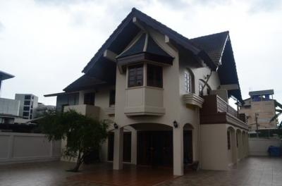 For RentHouseLadprao, Central Ladprao : RH202 2-storey detached house, 480 square meters, near MRT Lat Phrao