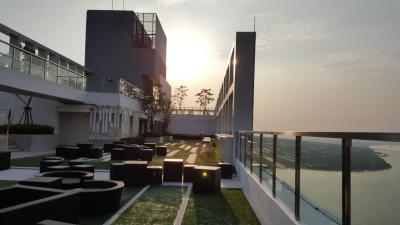 เช่าคอนโดสำโรง สมุทรปราการ : ให้เช่าคอนโดใกล้ BTS 200 เมตร Knightsbridge Sky River ห้องสวย วิวแม่น้ำ