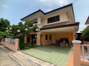 For SaleHousePattaya, Bangsaen, Chonburi : Adjust the price for a single house, Piyawat Ang Sila Village, a resort-style house, safe and convenient.