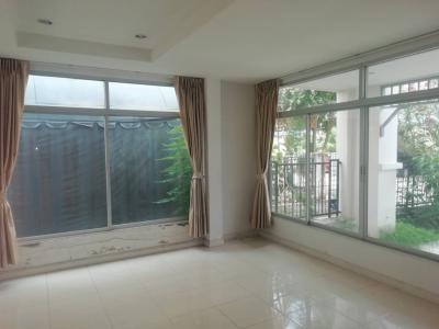 For RentTownhousePattanakan, Srinakarin : For rent 3-storey townhouse @ Flora Ville. Srinakarin-Thepharak Empty house 15,000 baht/month