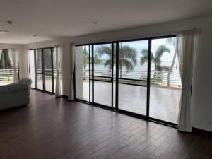 เช่าคอนโดพัทยา บางแสน ชลบุรี : Marina House 4 bedrooms Saranchol Beachfront North Pattaya for rent